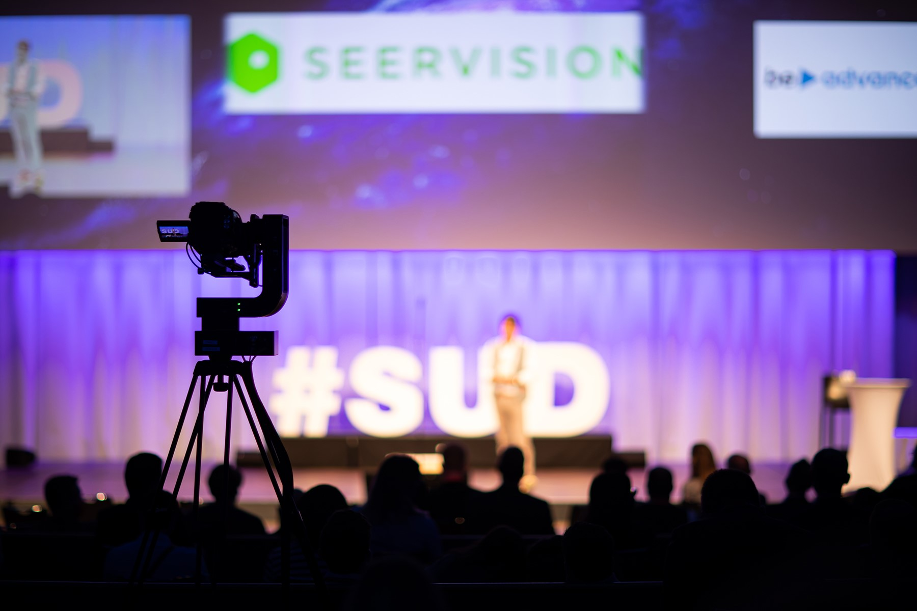Seervision-robotic-head-Pauli-in-action-during-streaming-of-event-1.jpeg